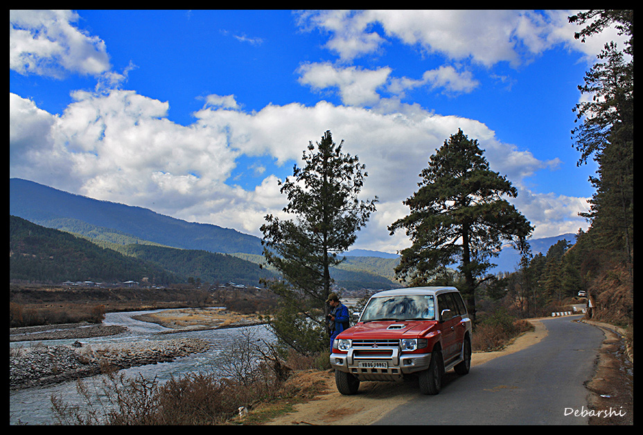 Near Punakha Valley - Empty roads
