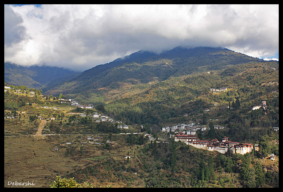 View of Trongsa from the road