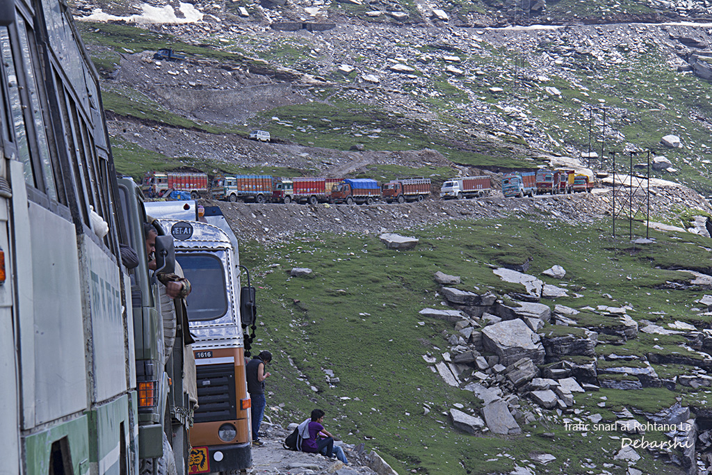 Trucks waiting at Rohtang La