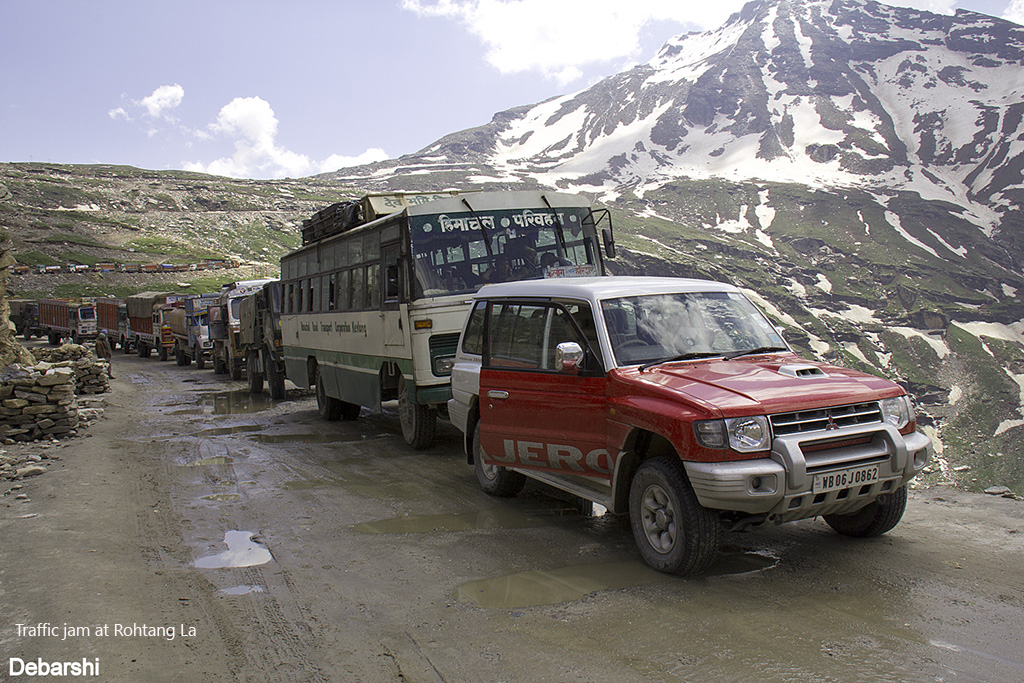 Traffic at Rohtang La