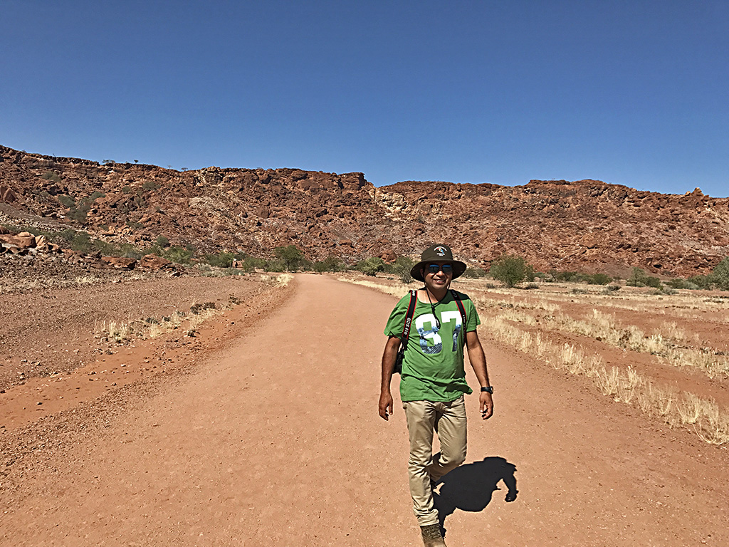 Walking down to Twyfelfontein