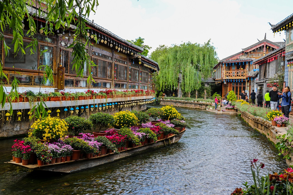 Beautiful Lijiang Streets and Canals