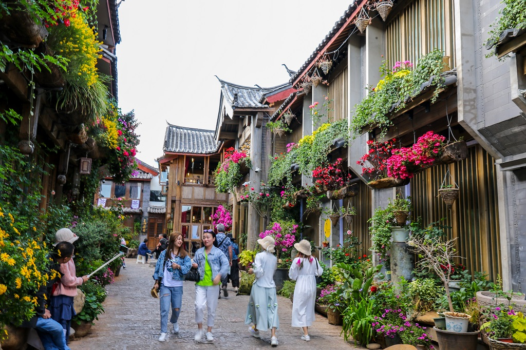 Colourful streets of Lijiang