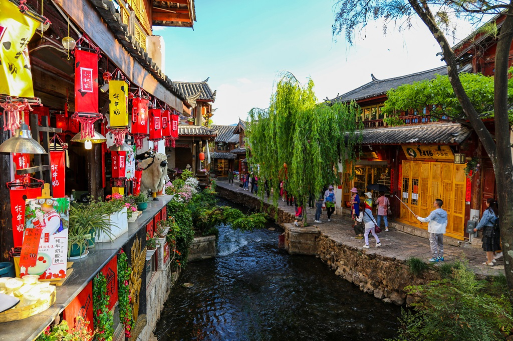Colourful Streets and Canals in Lijiang