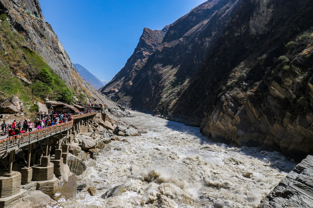 Jinsha River flows through the Tiger Leaping Gorge