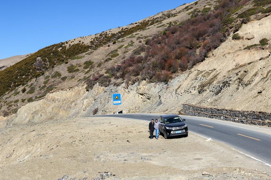 On way to Rizhau Mountain Pass