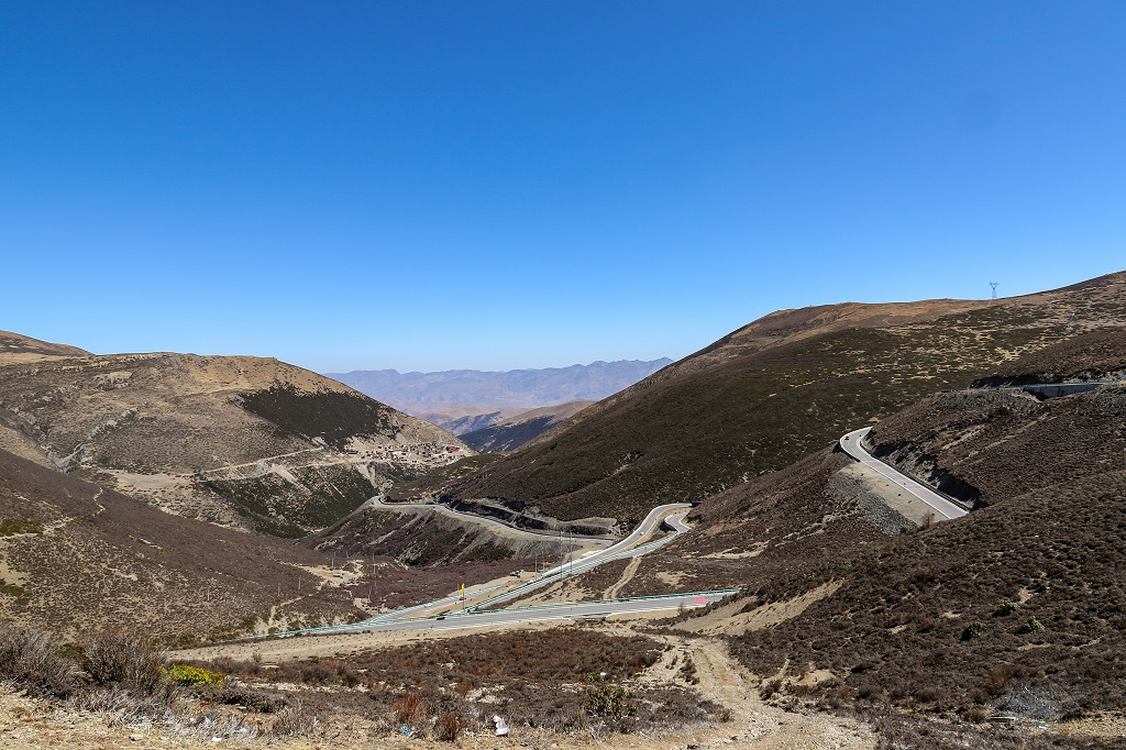 Road winds up to Bowa Mountain @ 4513 MTS