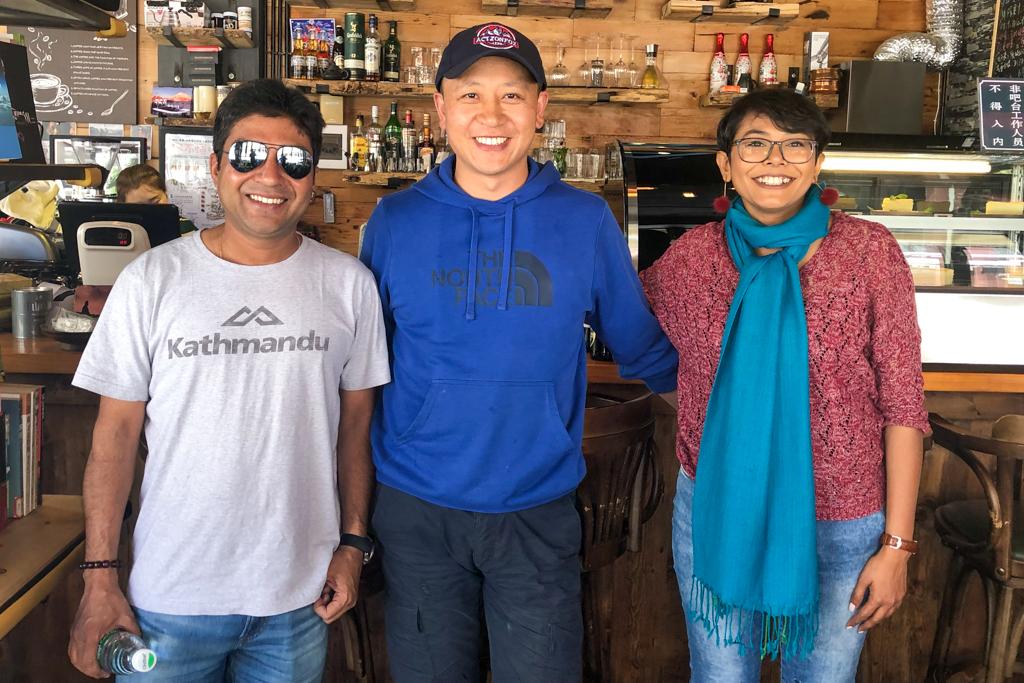 Nikya Cafe at Daofu with owner Gedun